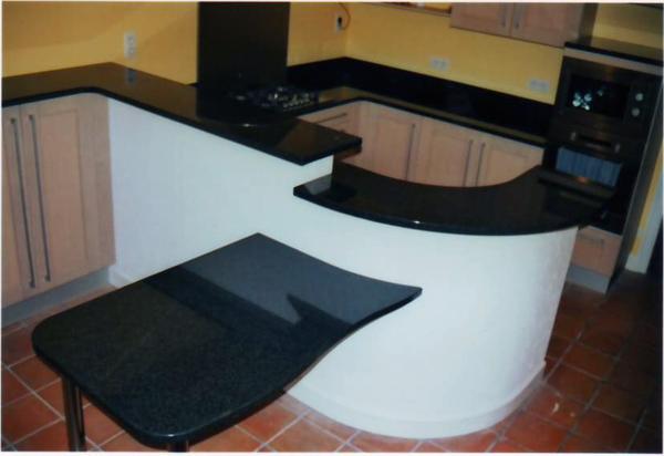 Cuisine et plan de travail en granit noir angola art styl for Cuisine noir brillant
