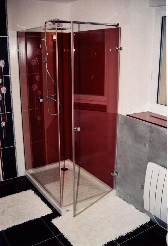 Salle de bain en verre laqu rouge sur mesure as - Deco salle de bain rouge ...
